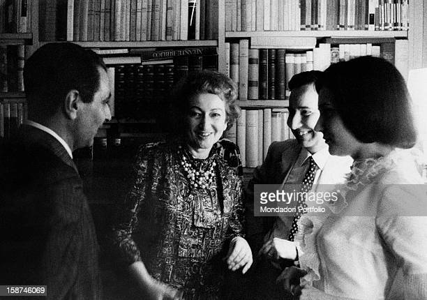 Italian writer and partisan Alba de Céspedes talking to Italian writre and journalist Michele Prisco during the Strega Prize in the livingroom of...