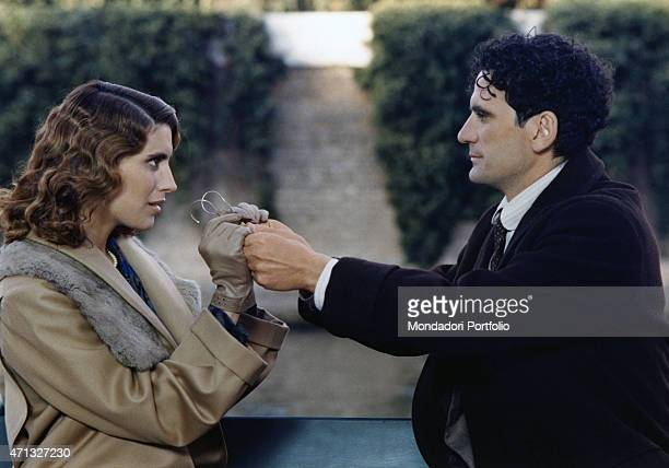 Italianborn American actress Jo Champa swapping a pair of glasses Italian actor and director Massimo Troisi in the film Le vie del Signore sono...