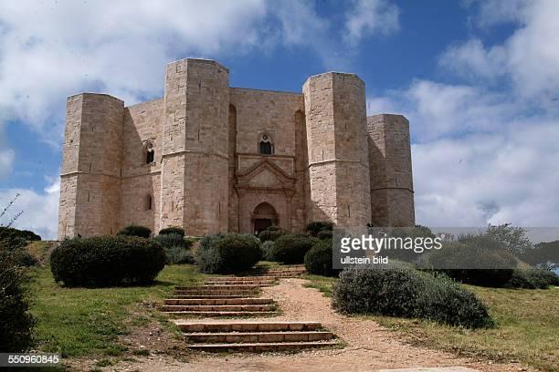 Von Touristen noch nicht ueberlaufen ist die sueditalienische Landschaft Apulien Das Foto zeigt Castell del Monte ITA Italy Apulia not yet...