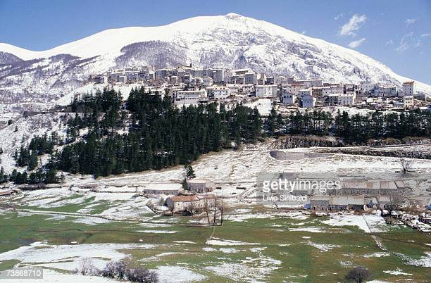 Italy, Abruzzo National Park, Opi in Winter