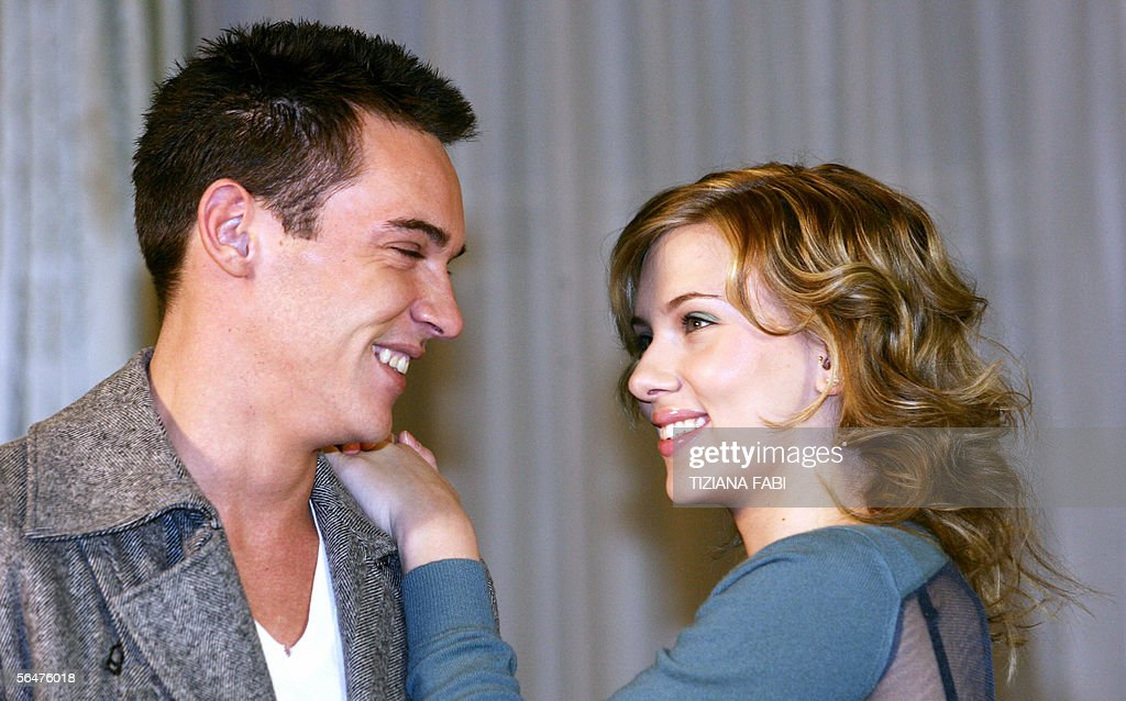 Actress Scarlett Johansson of US poses with actor Jonathan Rhys-Meyers of Ireland during a photocall of 'Match Point' directed by US Woody Allen, in Rome 21 December 2005.