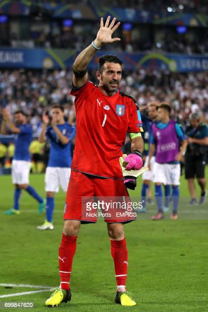 Italy goalkeeper Gianluigi Buffon acknowledges the fans after their loss in the penalty shootout