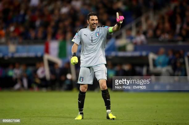 Italy goalkeeper Gianluigi Buffon celebrates