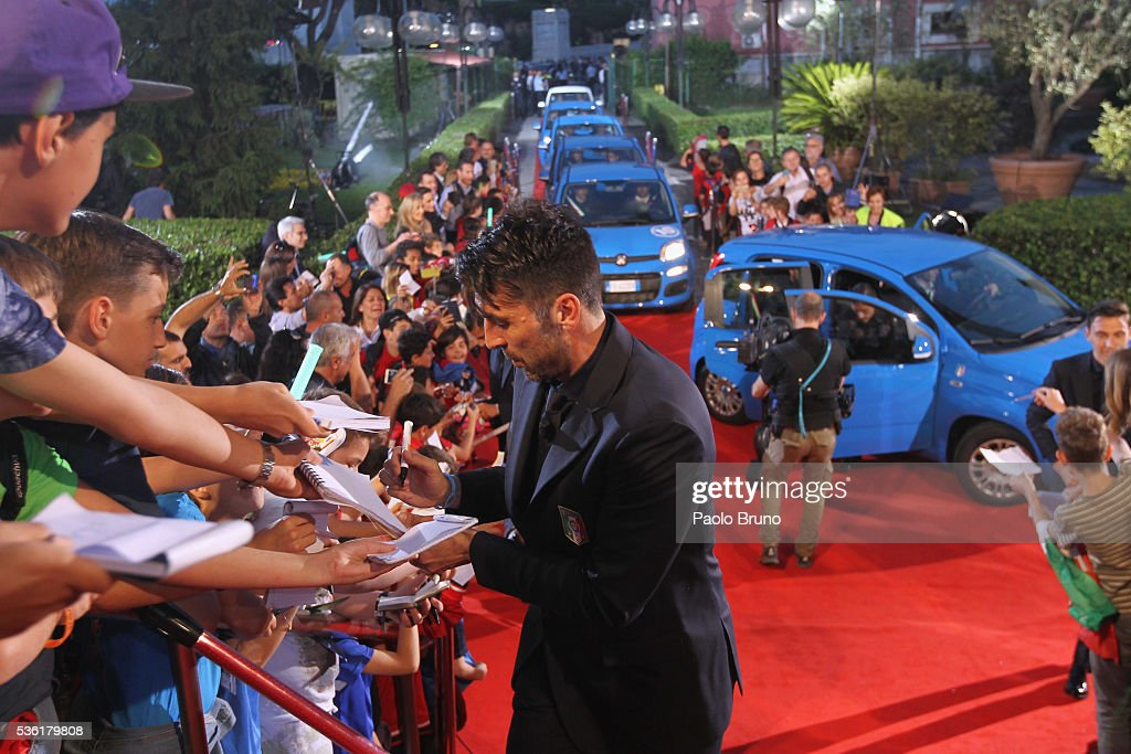 Italy goalkeeper <a gi-track='captionPersonalityLinkClicked' href=/galleries/search?phrase=Gianluigi+Buffon&family=editorial&specificpeople=208860 ng-click='$event.stopPropagation()'>Gianluigi Buffon</a> signs the autographs before the 'Sogno Azzurro' TV programme at Auditorium del Foro Italico on May 31, 2016 in Rome, Italy.