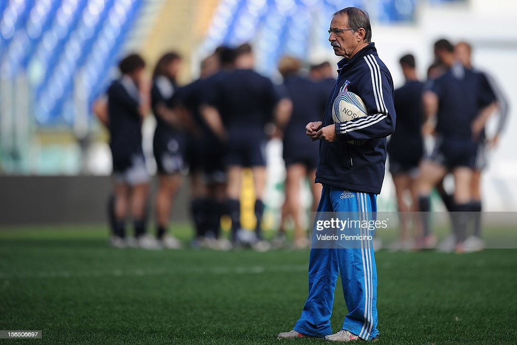 Italy head coach <a gi-track='captionPersonalityLinkClicked' href=/galleries/search?phrase=Jacques+Brunel&family=editorial&specificpeople=557558 ng-click='$event.stopPropagation()'>Jacques Brunel</a> oversees a training session at Stadio Olimpico on November 16, 2012 in Rome, Italy.