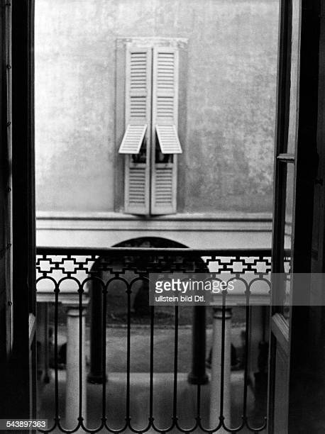 Italy Lombardei Lombardia Lombardy Mailand Milano Milan view from the balcony to the inner courtyard of the palace of Marchese Melzi di Soragna...