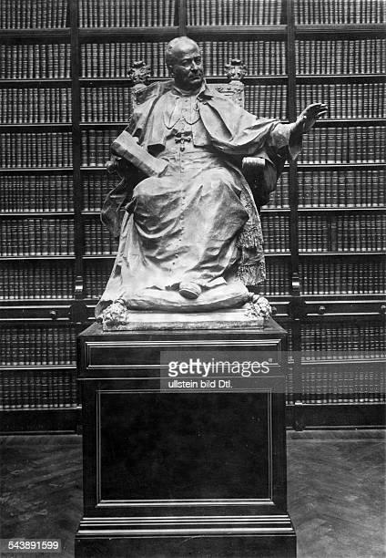 Italy Lombardia Milano Memorial for pontifex Pius XI at the reading room of the Biblioteca Ambrosiana the library in Milan Photographer Sennecke...