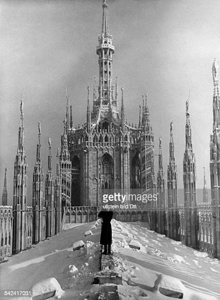 Italy Lombardia Milano Roof of Milan Cathedral in the winter undated probably 1934 Photographer Alfred Eisenstaedt Published by 'Zeitbilder' 4/1934...