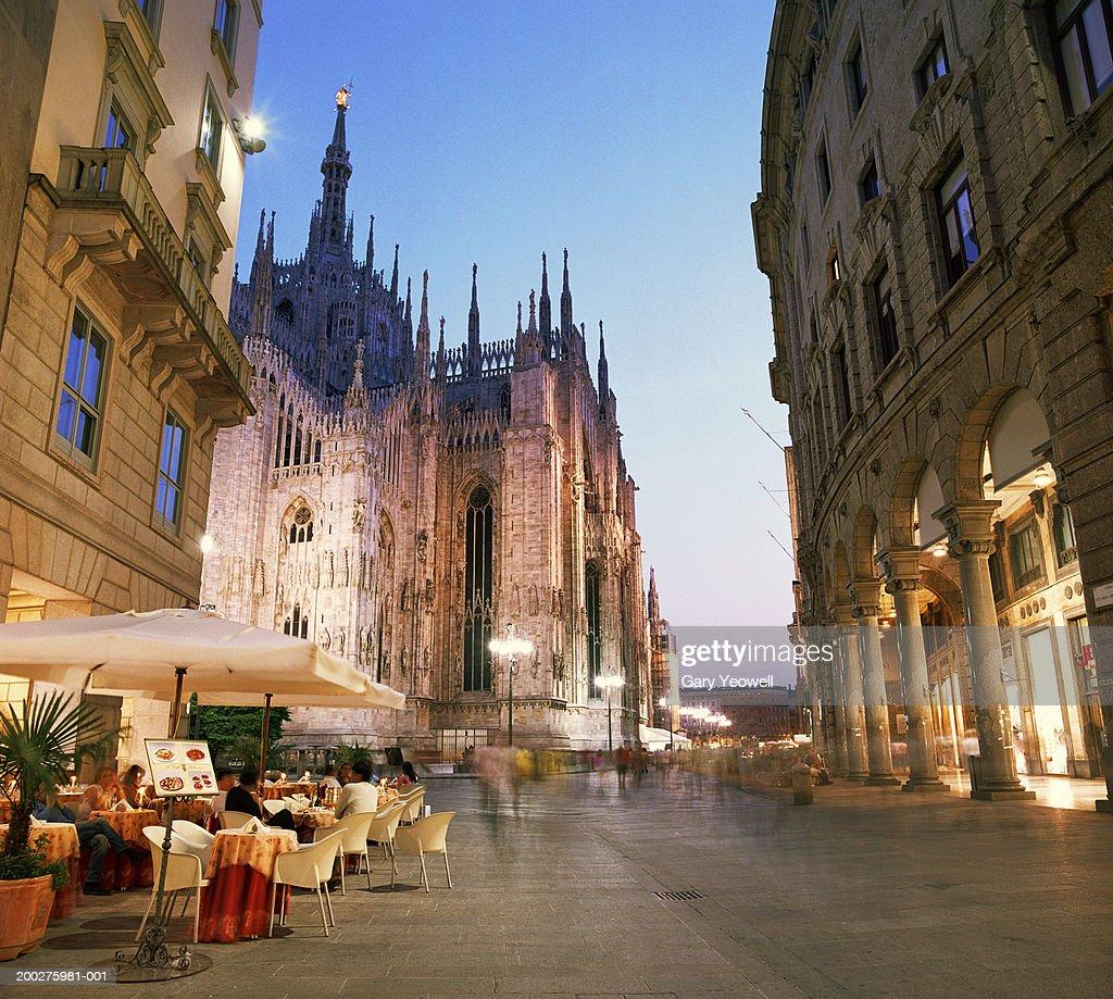 Italy, Lombardy, Milan, Piazza del Duomo at dusk