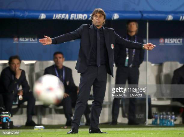 Italy manager Antonio Conte reacts on the touchline
