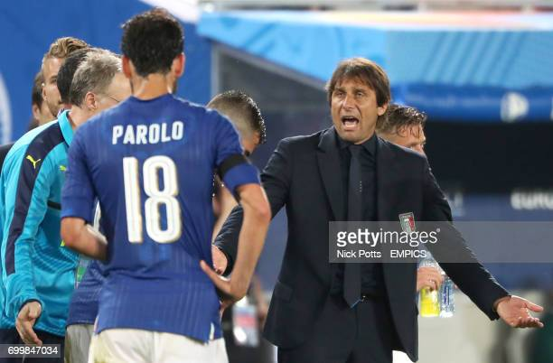 Italy manager Antonio Conte reacts towards Marco Parolo before the beginning of extratime