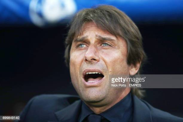Italy manager Antonio Conte signs the national anthem