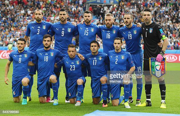 Italy players line up for the team photos prior to the UEFA EURO 2016 round of 16 match between Italy and Spain at Stade de France on June 27 2016 in...