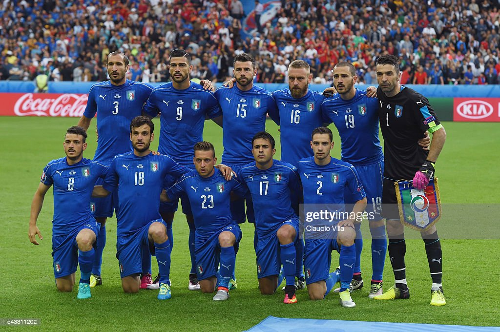 Italy players line up for the team photos prior to the UEFA EURO 2016 round of 16 match between Italy and Spain at Stade de France on June 27, 2016 in Paris, France.