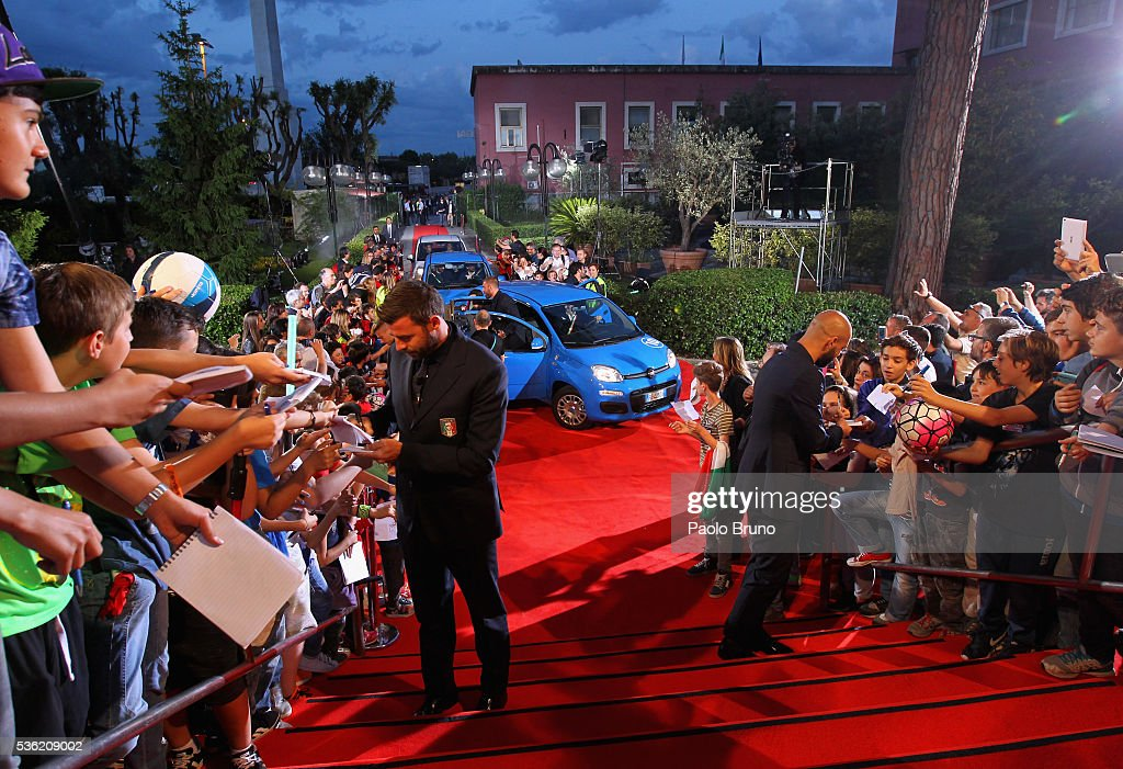 Italy players sign the autographs before the 'Sogno Azzurro' TV programme at Auditorium del Foro Italico on May 31, 2016 in Rome, Italy.