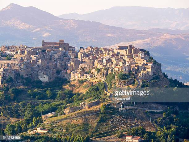 Italy, Sicily, Province of Enna, view from Enna to mountain village Calascibetta