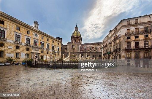 Italy, Sicily, Province of Palermo, Palermo, Piazza Pretoria, Fountain Fontana della Vergogna and Church San Giuseppe dei Teatini in the background