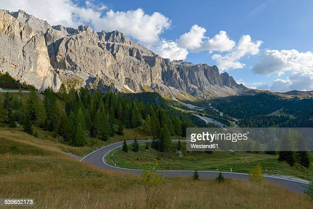 Italy, South Tyrol, Dolomites, Gardena pass with Langkofel in the morning
