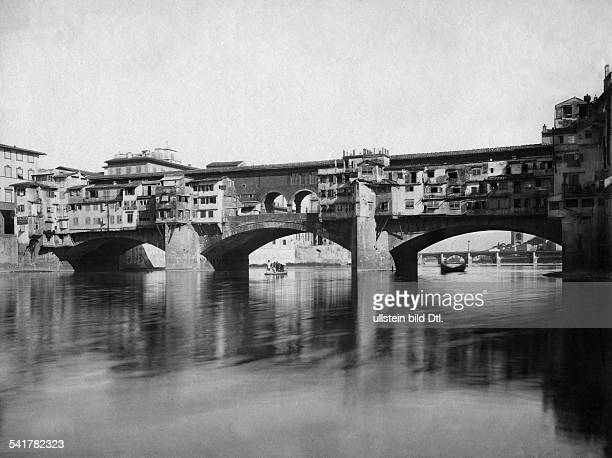 Italy Toskana Toscana Tuscany Florenz Firenze Florence Ponte Vecchio in the foreground the river Arno 1900Vintage property of ullstein bild