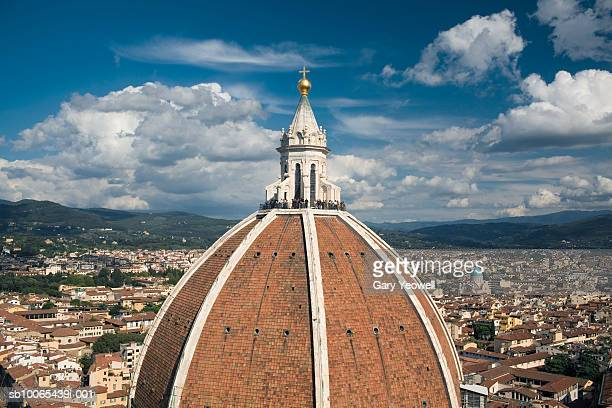 Italy, Tuscany, Florence, tourists atop Dome of Duomo Santa Maria Del Fiore