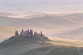 Italy, Tuscany, Val d'Orcia, landscape near San Quirico d'Orcia