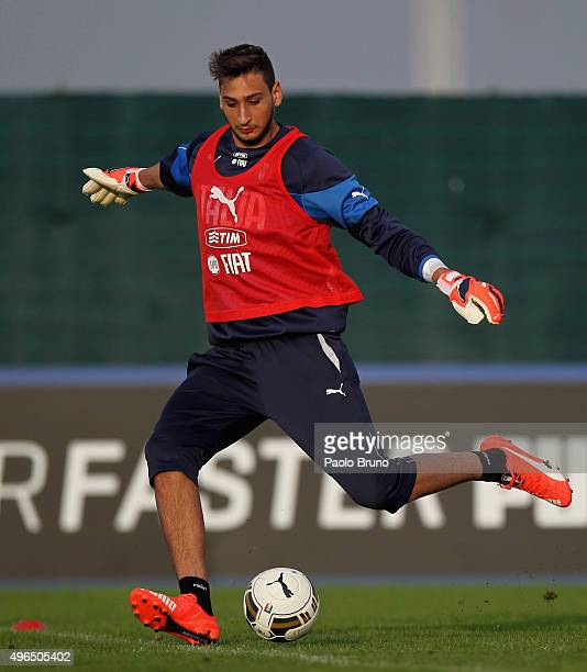 Italy U21 goalkeeper Gianluigi Donnarumma in action during the Italy U21 training session at the Mancini sports center on November 10 2015 in Rome...