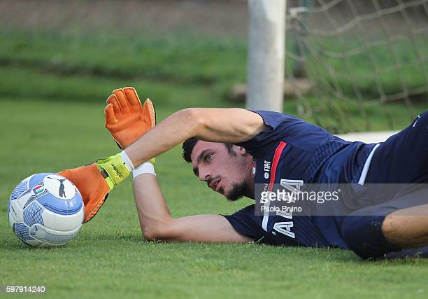 Italy U21 goalkeeper Simone Scuffet in action during the Italy U21 training session on August 30 2016 in Rome Italy