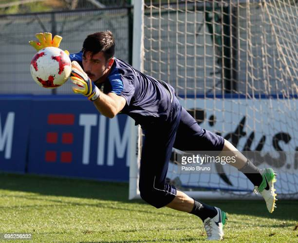 Italy U21 goalkeeper Simone Scuffet in action during the Italy U21 training session at Fulvio Bernardini sport center on June 12 2017 in Rome Italy