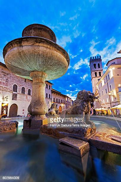 Italy, Umbria, Assisi, Fountain in Piazza del Comune