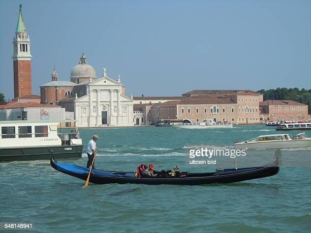 Italy Veneto Venezia gondola Ponte della Costituzione over the Grand Canal
