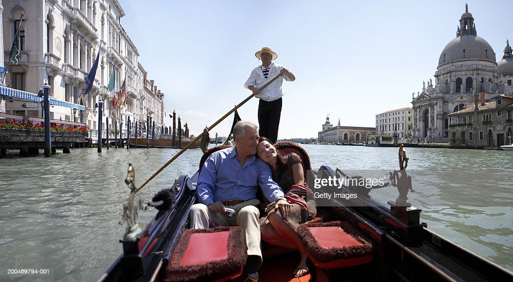 'Italy, Venice, couple riding in godola, woman leaning against man' : Stock Photo