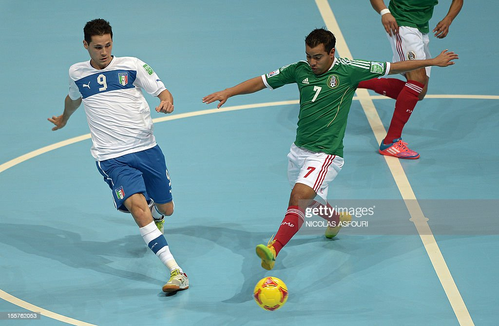 Italy's Alex Merlim vies with Mexico's Jorge Rodriguez during their group D football match of the FIFA Futsal World Cup 2012 at the Huamark Indoor...