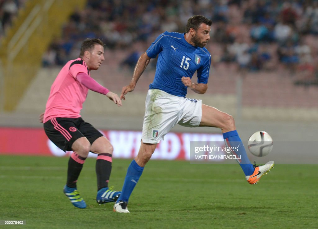 Italy's Andrea Bartali (R) vies with Scotland's Ross McCormack during the International friendly football match Italy vs Scotland at the National Stadium in Ta'Qali, Malta on May 29, 2016. / AFP / Matthew Mirabelli