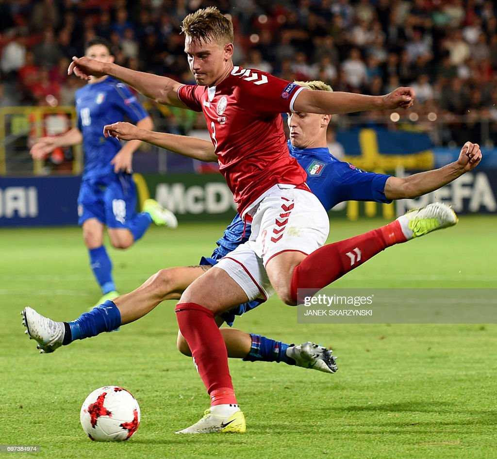 Italy's Andrea Conti (R) and Denmark's Andreas Maxsovie vie for the ball during the UEFA U-21 European Championship Group C football match Italy versus Denmark on June 18, 2017 in Krakow. Italy won the match 0-2. /