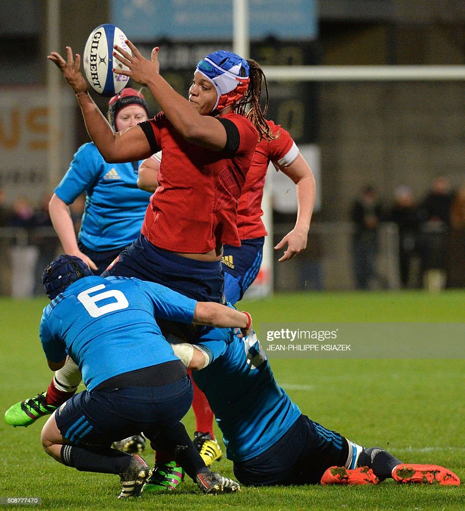 Italy's backrow Ilaria Arrigheti (L) vies with France's backrow Safi N'Diaye (R) during the Womens Six Nations rugby union match between France and Italy on February 6, 2016 at the Marcel Verchère stadium in Bourg-en-Bresse, central France. KSIAZEK