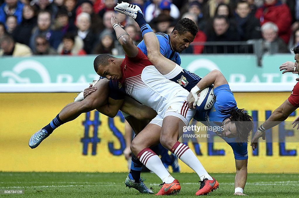 Italy's centre Michele Campagnaro (R) is tackled by France's centre Gael Fickou (L) during the Six Nations international rugby union match between France and Italy at the Stade de France in Saint-Denis, north of Paris, on February 6, 2016. AFP PHOTO / FRANCK FIFE / AFP / FRANCK FIFE