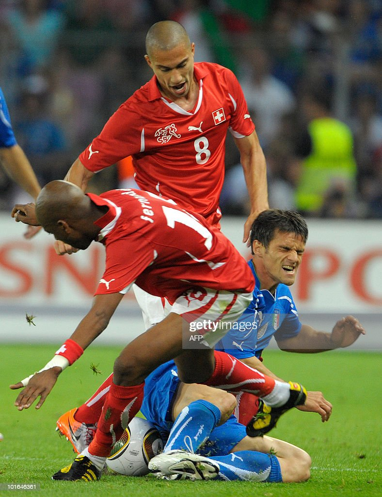 Italy's Christian Maggio (R) vies with Switzerland's Gokhan Inler (C) and Gelson Fernandes during the WC2010 friendly football match Switzerland vs Italy at Geneva's stadium on June 5, 2010 ahead of the FIFA 2010 World Cup held in South Africa.