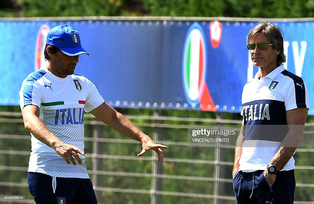 Italy's coach Antonio Conte (L) gestures next to Italy's Team Manager Gabriele Oriali (R) during a training session at Italy's training ground in Montpellier on July 1, 2016 on the eve of the Euro 2016 quarter-final football match between Germany and Italy. / AFP / VINCENZO