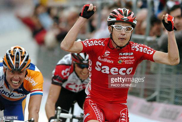Italy's Damiano Cunego celebrates as he crosses the finish line of the 'Giro di Lombardia' ahead of Dutch Michael Boogerd in Como 16 October 2004...