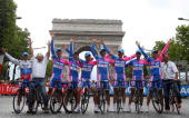 Italys Daniele Bennati celebrates with his team in front of the Arc de Triomphe after the 146 km twentieth and last stage of the 94th Tour de France...