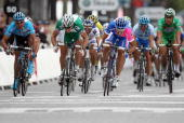 Italys Daniele Bennati Norway's Thor Hushovd and Germany's Erik Zabel sprint towards the finish line of the 146 km twentieth and last stage of the...