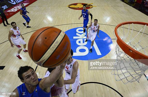Italy's Danilo Gallinari lines up a shot during the EuroBasket group B match Spain vs Italy in Berlin September 8 2015 AFP PHOTO / JOHN MACDOUGALL