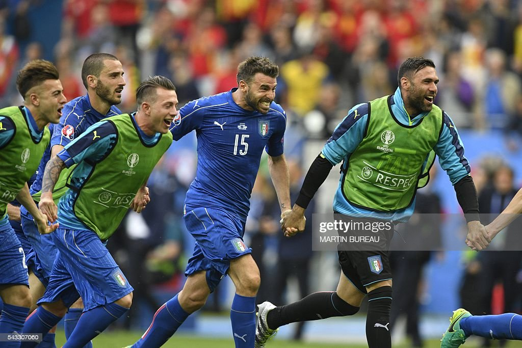 Italy's defender Andrea Barzagli and teammates celebrate following their 2-0 win over Spain in the Euro 2016 round of 16 football match between Italy and Spain at the Stade de France stadium in Saint-Denis, near Paris, on June 27, 2016. / AFP / MARTIN