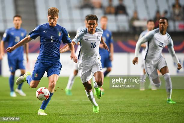 Italy's defender Filippo Romagna and England's forward Dominic CalvertLewin compete for the ball during the U20 World Cup semifinal football match...