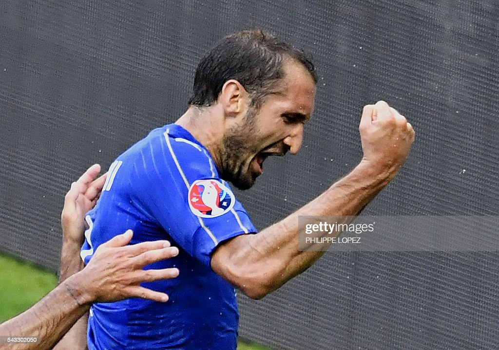 Italy's defender Giorgio Chiellini celebrates a goal during the Euro 2016 round of 16 football match between Italy and Spain at the Stade de France stadium in Saint-Denis, near Paris, on June 27, 2016. / AFP / PHILIPPE