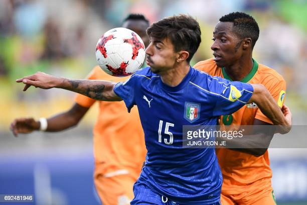 Italy's defender Mattia Vitale and Zambia's defender Muchindu Muchindu compete for the ball during the U20 World Cup quarterfinal football match...