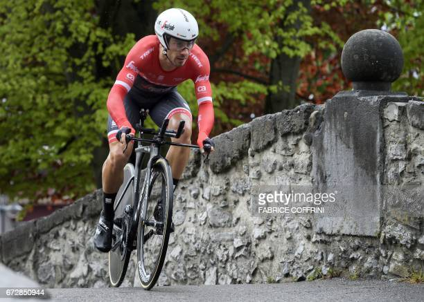 Italy's Fabio Felline of TrekSegafredo team rides to win the 48 km prologue of the Tour of Romandy UCI protour cycling race on April 25 2017 in Aigle...