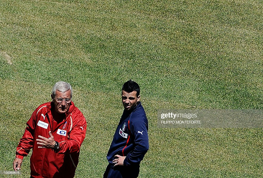 Italy's football team coach Marcello Lippi (L) gestures as forward Antonio Di Natale looks on during a training camp in Sestriere on May 24, 2010 ahead of the 2010 FIFA World Cup in South Africa. AFP PHOTO / Filippo MONTEFORTE