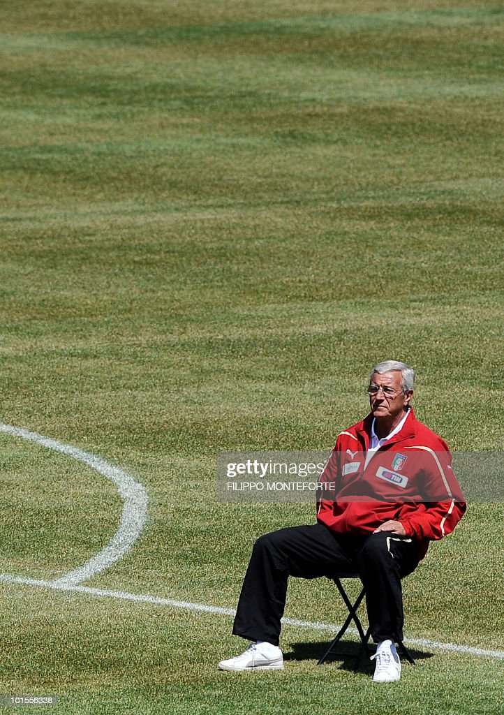 Italy's football team coach Marcello Lippi poses on May 26, 2010 for an official team picture in Sestriere, where the squad is holding a training camp ahead of the 2010 FIFA World Cup in South Africa. AFP PHOTO / Filippo MONTEFORTE