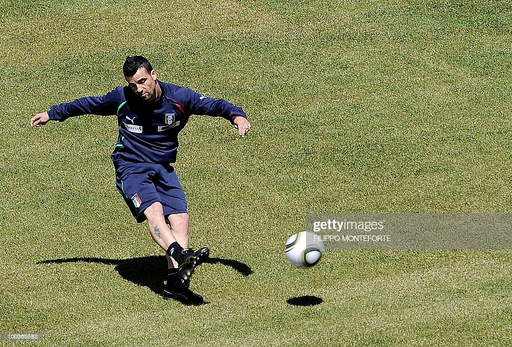 Italy's football team forward Antonio Di Natale kicks a ball during a training camp in Sestriere on May 24, 2010 ahead of the 2010 FIFA World Cup in South Africa. AFP PHOTO / Filippo MONTEFORTE